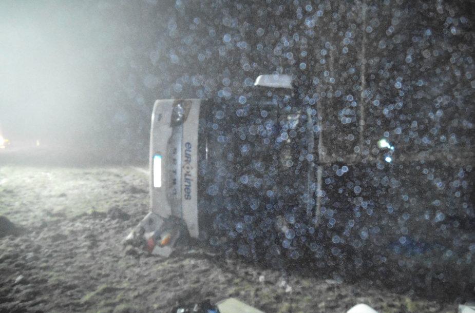 Autobusas apvirto magistralės atkarpoje ties Vėžaičiais