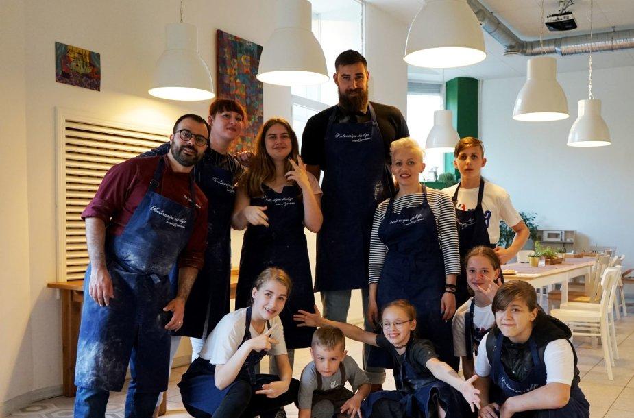 """Fondo auklėtiniams - maisto gamybos pamokos Gian Luca Demarco """"Kulinarijos studijoje""""."""