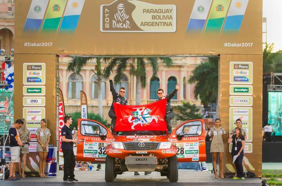 Antanas Juknevičius ir Darius Vaičiulis ant Dakaro podiumo