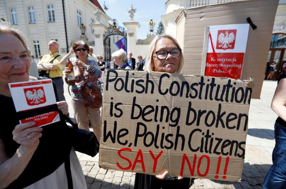 Lenkai protestuoja prieš teismų sistemos reformą