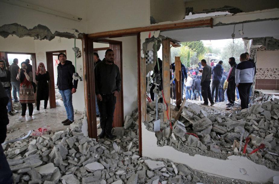 Izraelio kariuomenė nugriovė palestiniečio užpuoliko namus Vakarų Krante