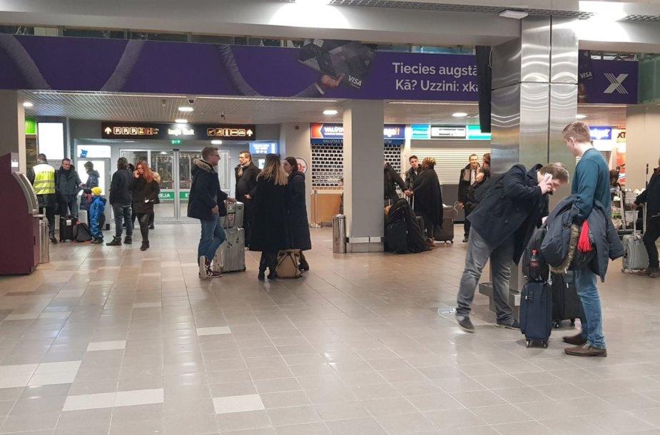 Rygos oro uoste keleiviai buvo palikti likimo valiai.