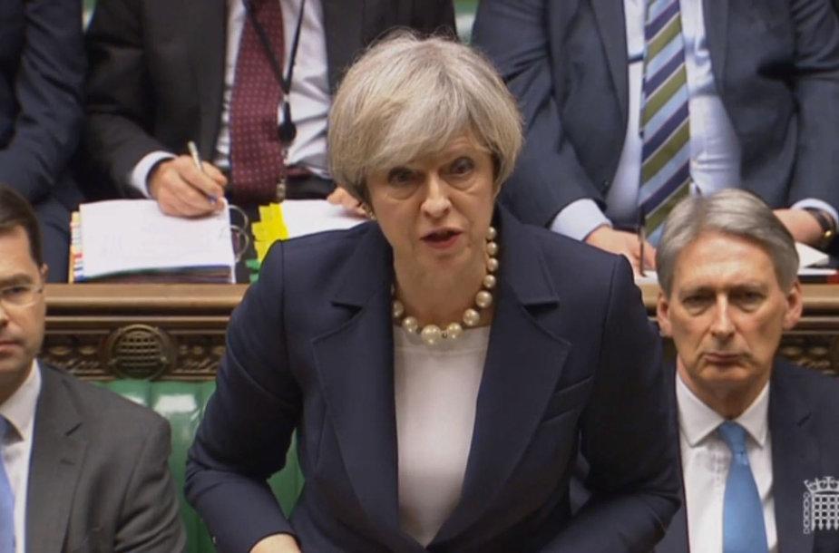 Theresa May Bendruomenių rūmuose.