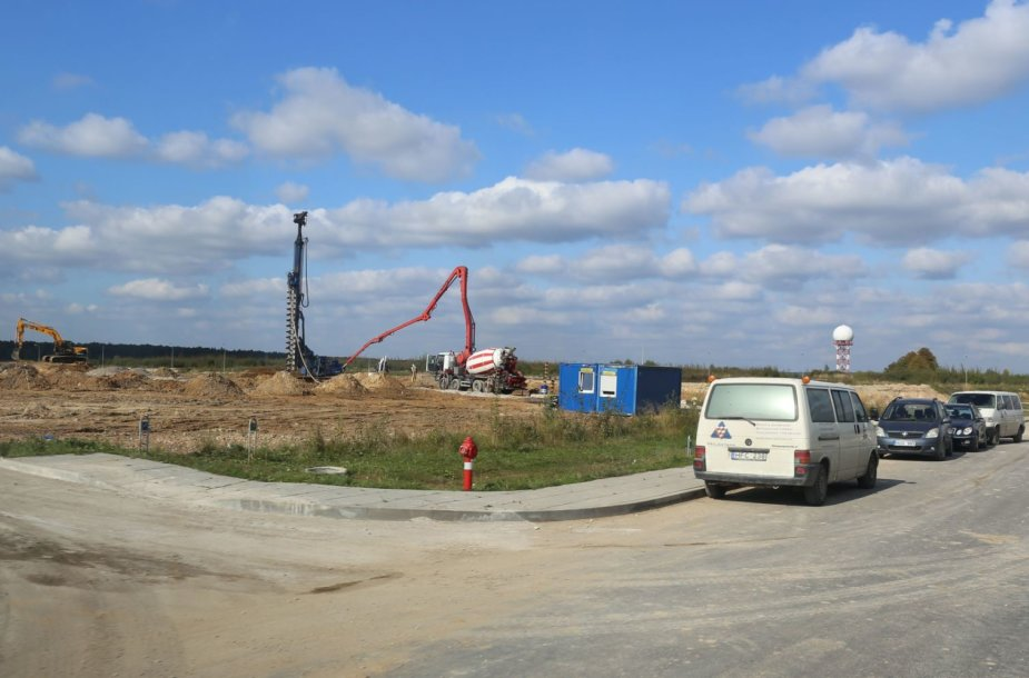 Plečiasi pramonės zona ir šalia Sergeičikų kaimo