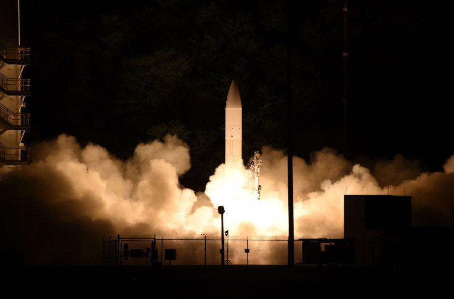 Iš Kauai (Havajai, JAV) bandymų poligono kyla bandomoji amerikiečių hipergarsinė raketa