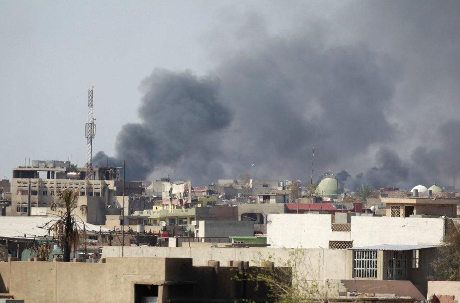 Irako pajėgos atnaujino Mosulo senamiesčio puolimą