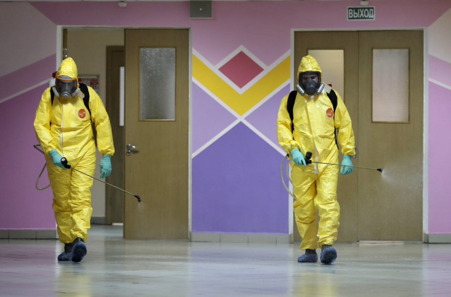 Maskvoje dezinfekuojama mokykla