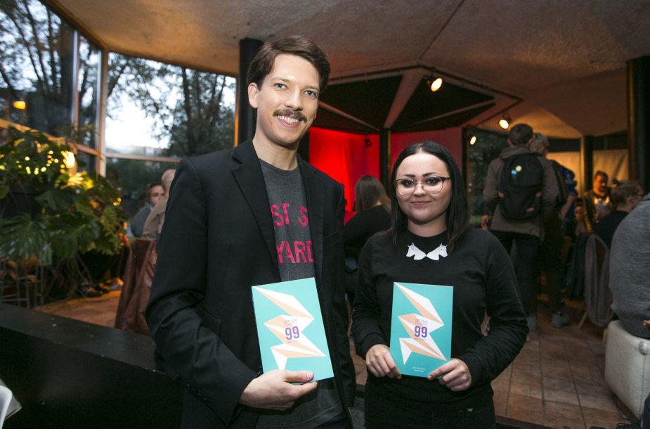 """Romo Zabarausko knygos """"Lietuva atsiskleidžia: 99 LGBT+ istorijos"""" pristatymo akimirka"""