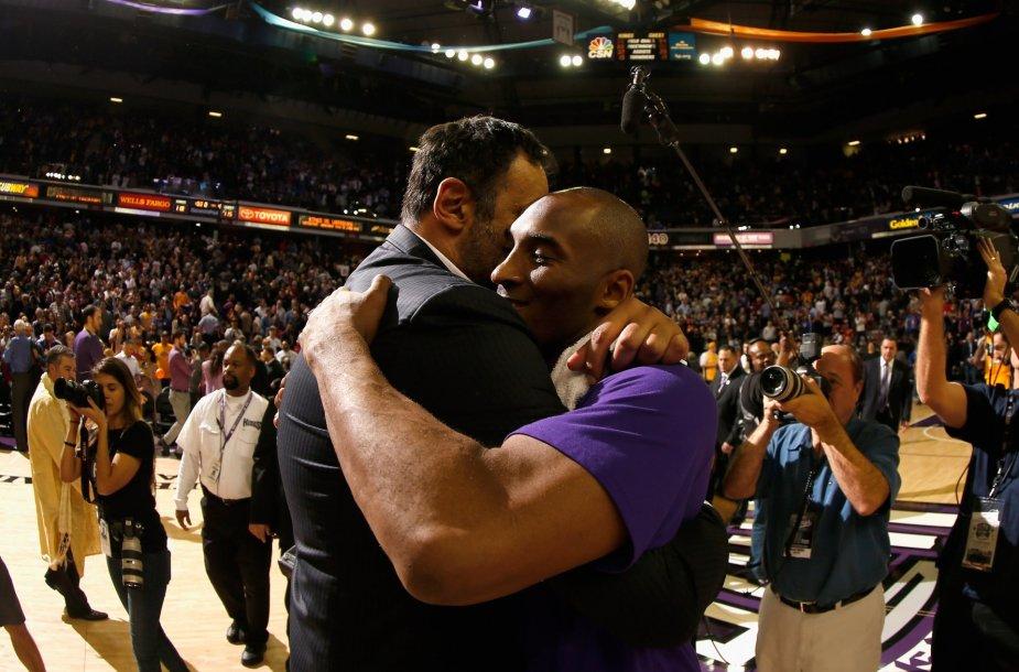 Vlade Divacas ir Kobe Bryantas