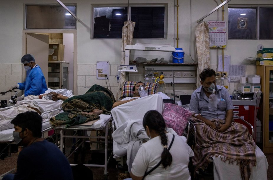 Koronavirusu sergantys ligoniai Indijoje