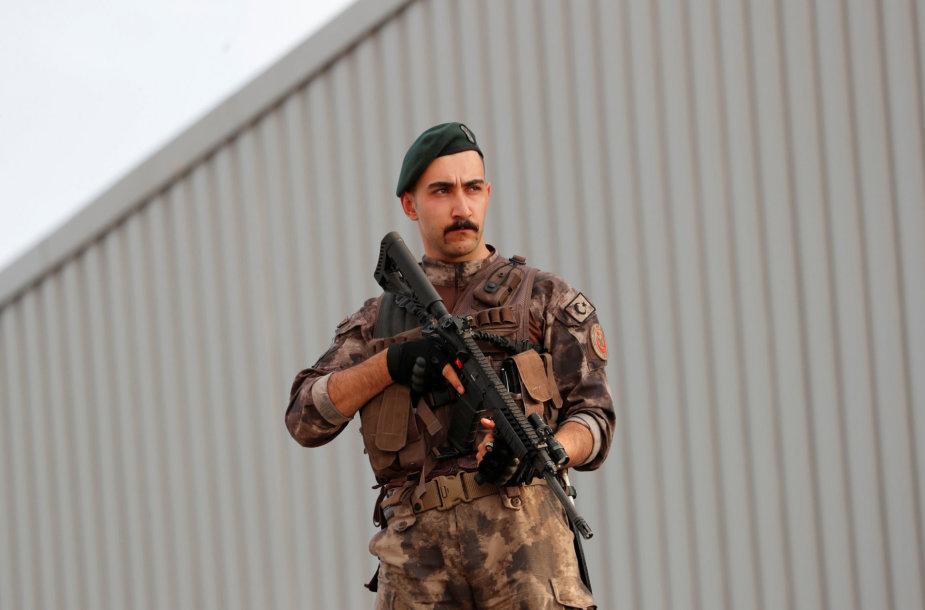 Turkijos policijos specialiųjų pajėgų narys