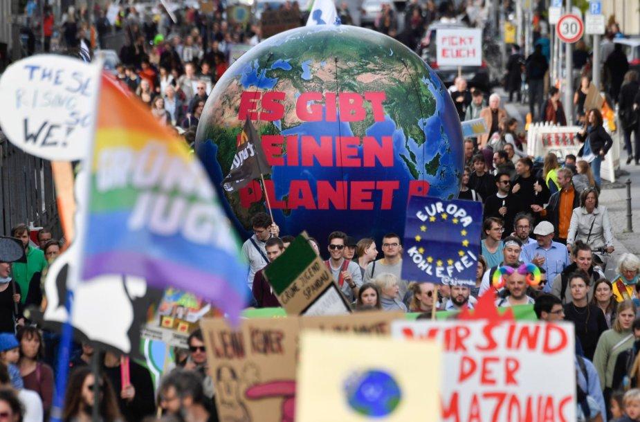 Protestuotojų dėl klimato kaitos problemų minia