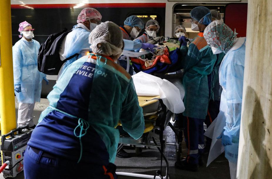 Sunku tiksliai įvertinti, kiek žmonių pražudo būtent naujasis koronavirusas