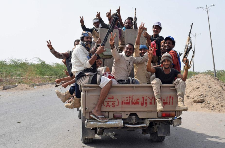 Jemeno vyriausybinių pajėgų kovotojai