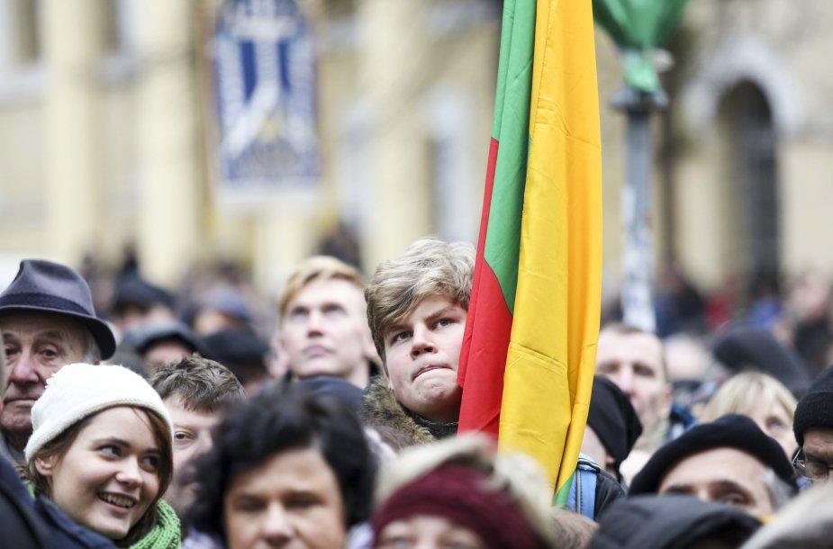 Vasario 16-osios minėjimas prie Signatarų namų Vilniuje