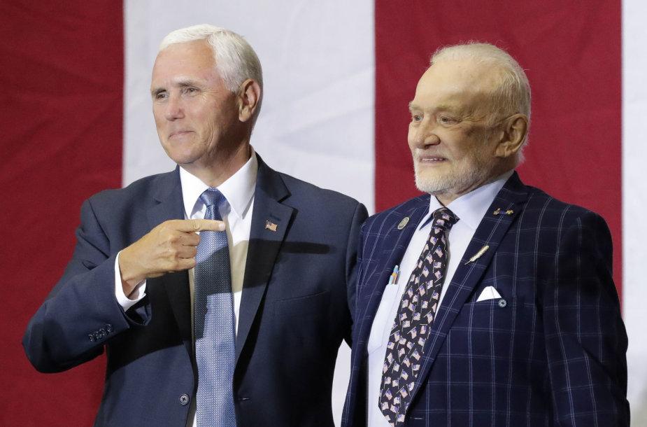 Mike'as Pence'as ir Buzzas Aldrinas