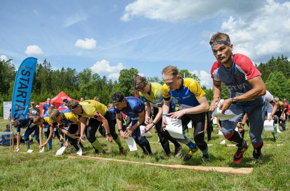 Pirmasis Lietuvos čempionatas vyko labai ilgoje trasoje, kur sportininkams teko įveikti beveik 21 km distanciją.