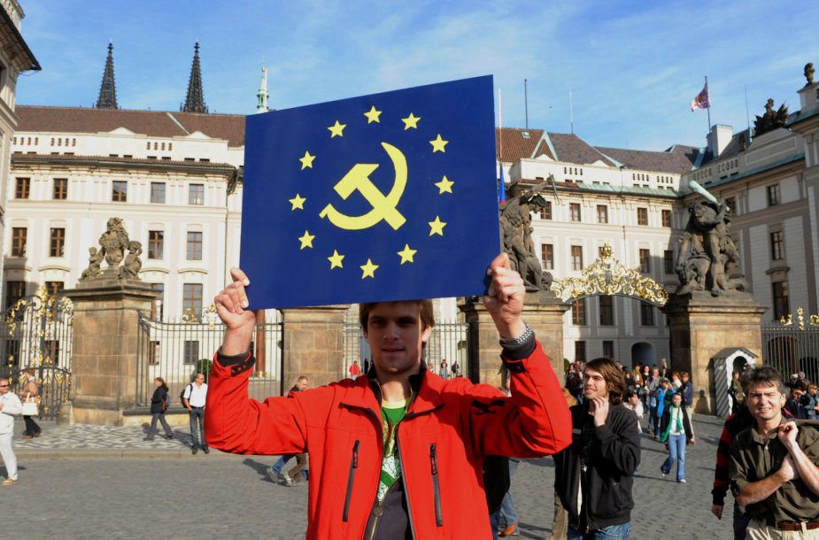 Centrinėje Europoje žmonės vis labiau nepatenkinti ES