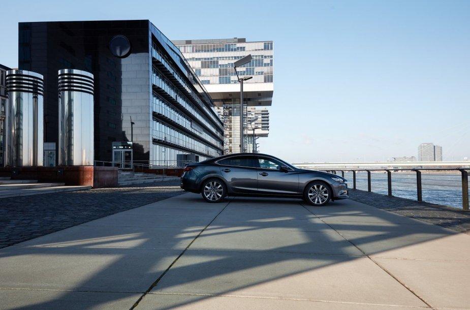 """""""Mazda3"""" modelis su """"SkyActiv X"""" pavadintu varikliu – tik testavimo stadijoje"""
