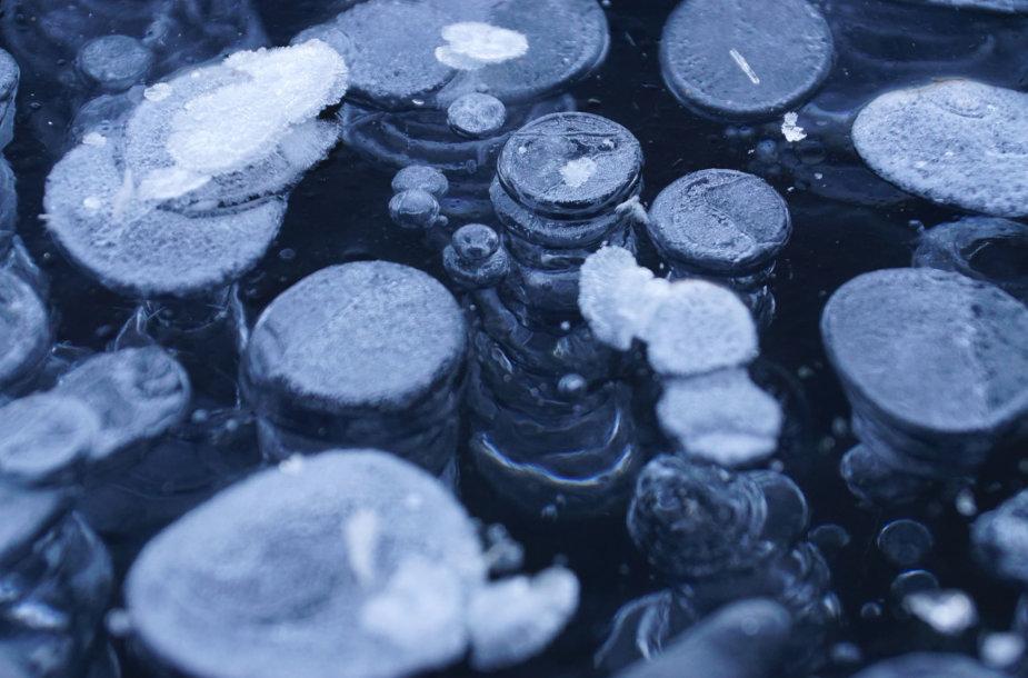 Kanados ežerų lede gausu įšalusių metano burbulų