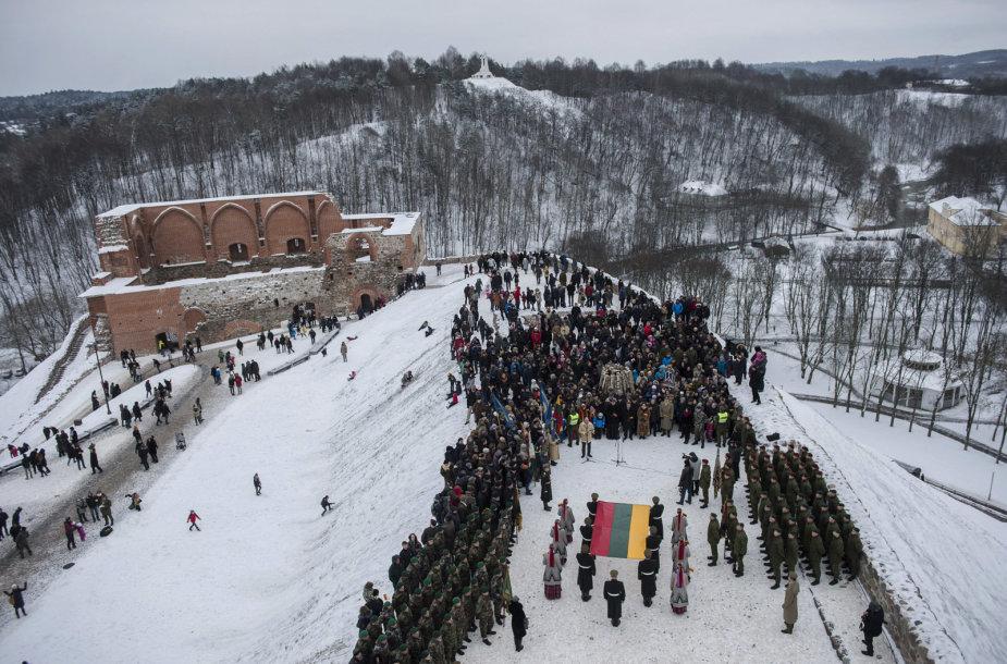 Gedimino pilies bokšte iškelta nauja Lietuvos vėliava