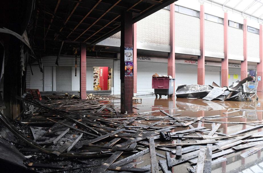 Prancūzijoje sudegė košerinio maisto parduotuvė