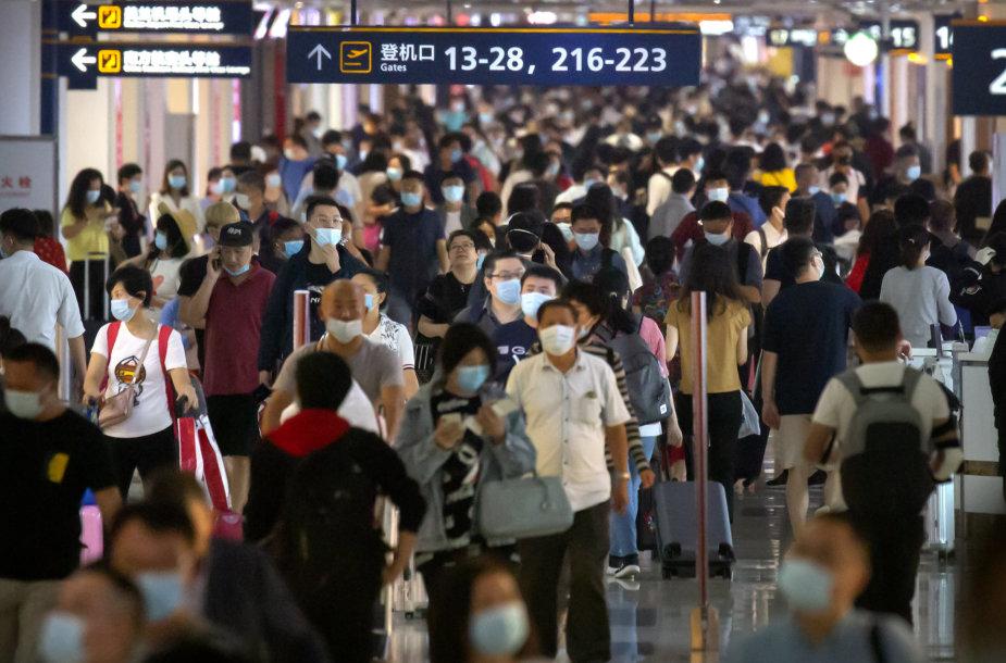 Šanchajaus oro uoste atšaukta šimtai skrydžių