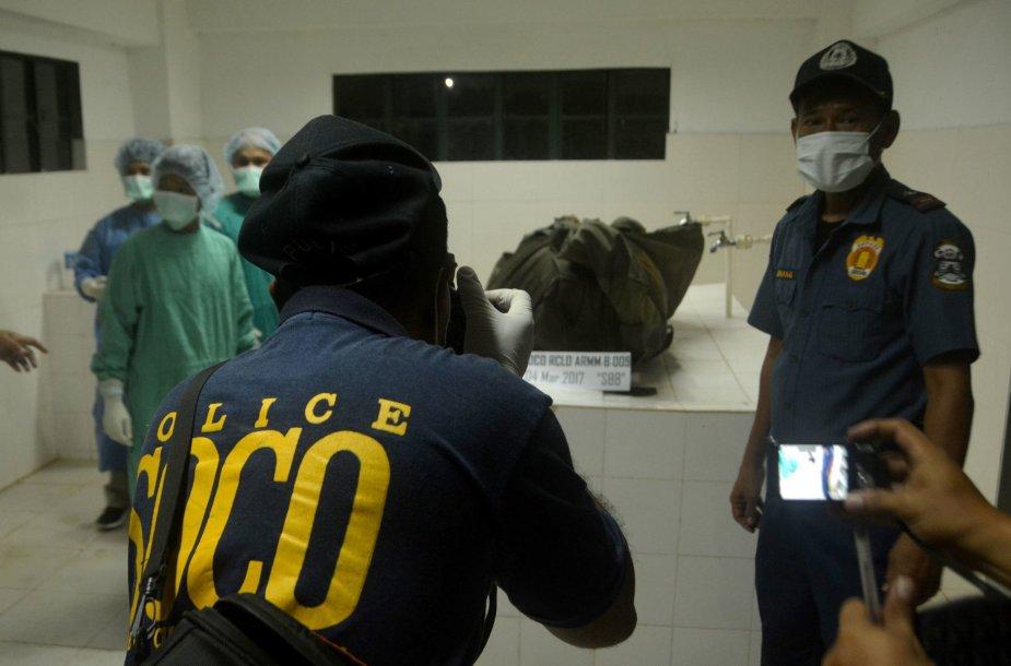 Islamistų nužudyto Juergeno Gustavo Kantnerio palaikai atgabenti į morgą.