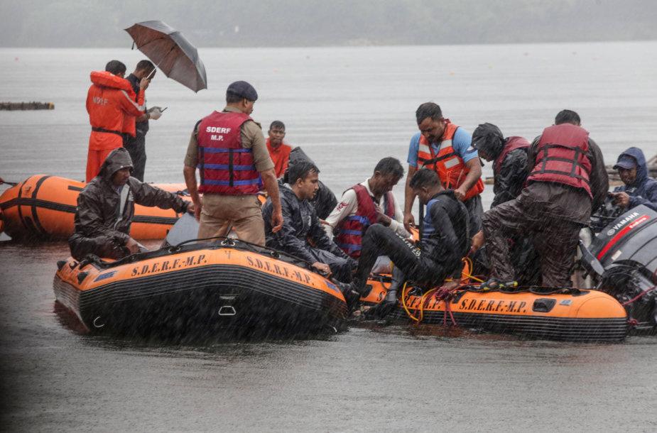 Indijoje per religinę ceremoniją nuskendo 12 žmonių