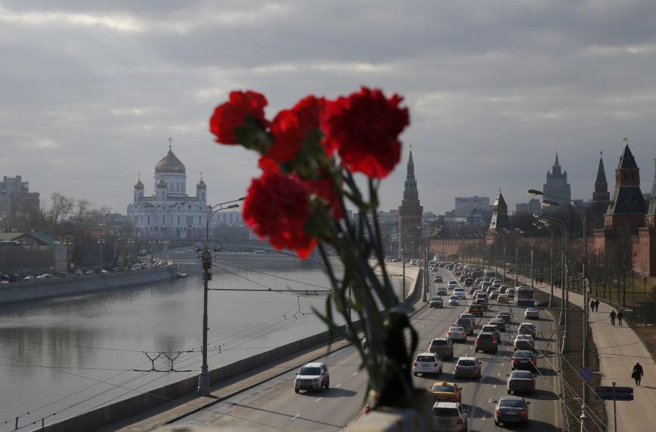 Gėlės Boriso Nemcovo mirties vietoje