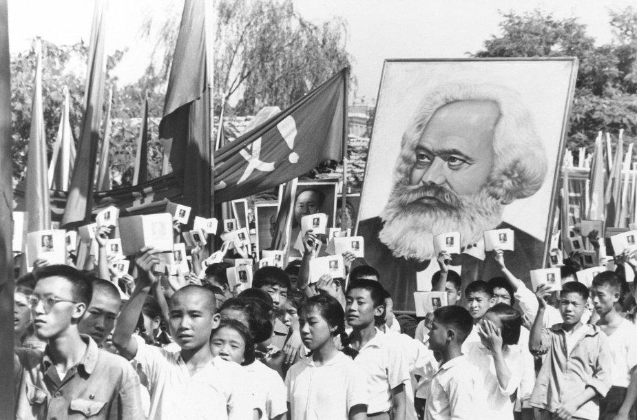 """Chunveibinų eisena Kinijoje """"kultūrinės revoliucijos"""" laikotarpiu (1966 m.)"""