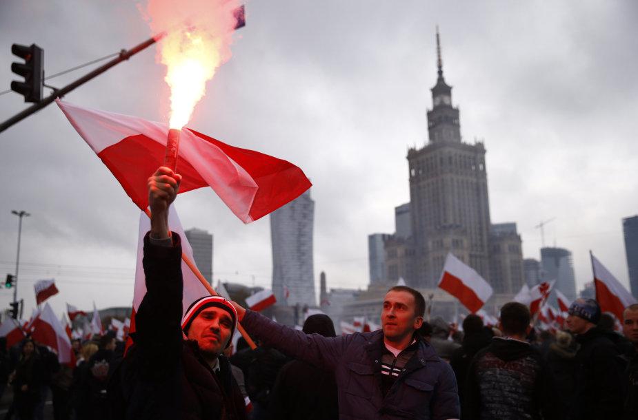 Eisena Varšuvos gatvėmis