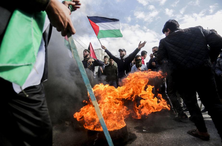 Palestiniečiai Gazoje protestuoja prieš D.Trumpo taikos planą