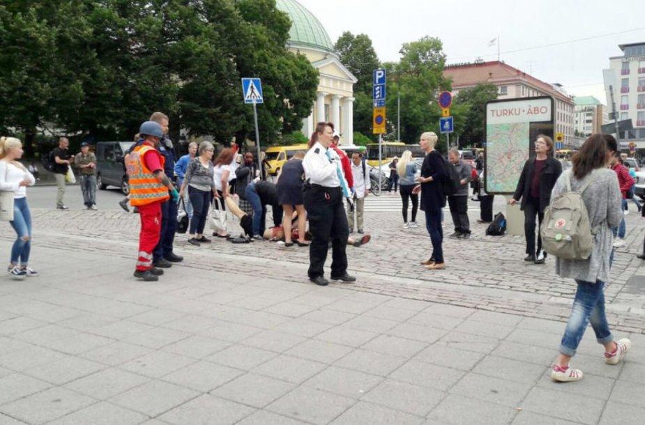 Suomijos mieste Turku per numanomą išpuolį sužeisti keli žmonės
