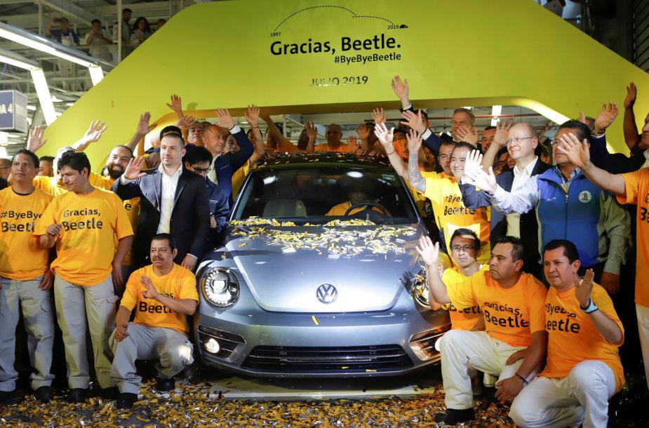 """Meksikoje nuo konvejerio nuriedėjo paskutinis """"VW Beetle"""""""