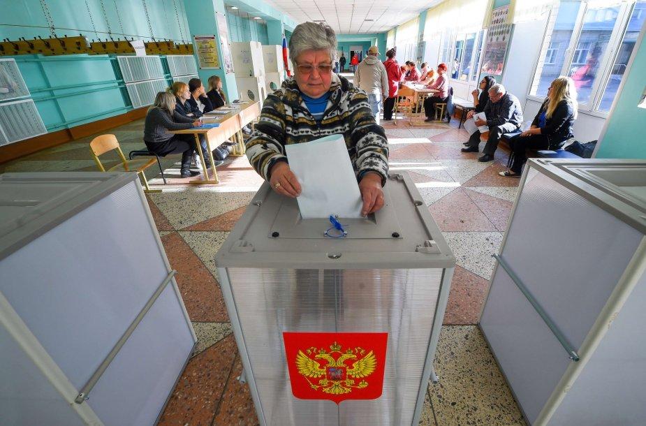 Rusai balsuoja rinkimuose