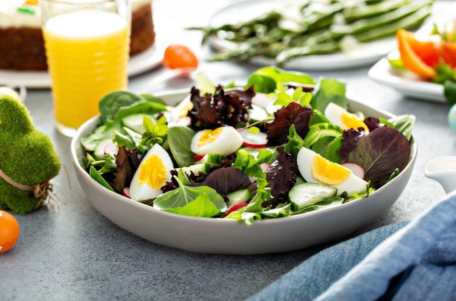 Lengvos salotos su virtais kiaušiniais