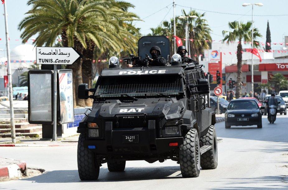 Tuniso saugumo pajėgos prie Bardo muziejaus