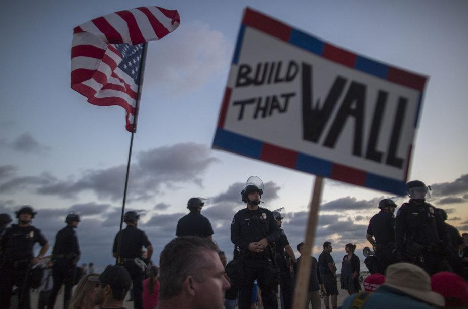JAV 40 proc. sumažins pabėgėlių apgyvendinimo programą