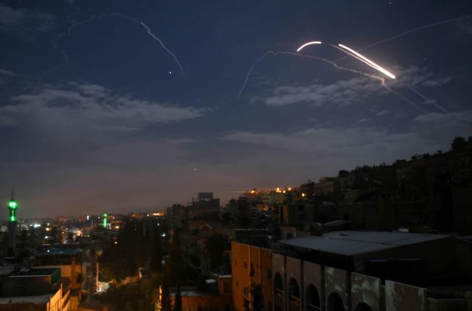 Raketos virš Damasko