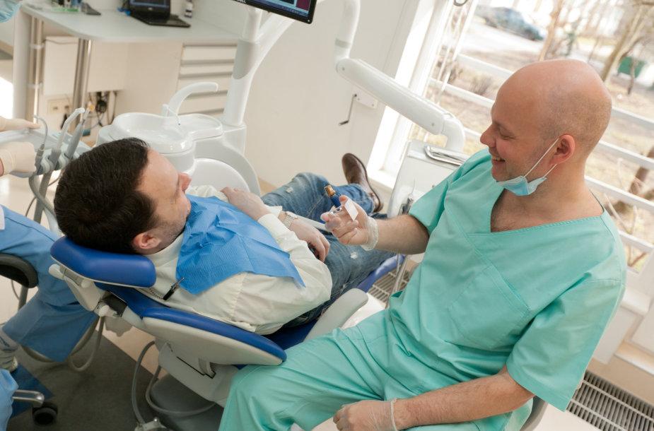 Dantų implantų klinikoje