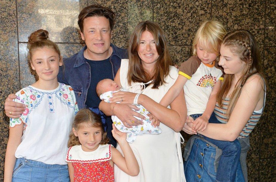 Jamie Oliveris su žmona Jools ir vaikais