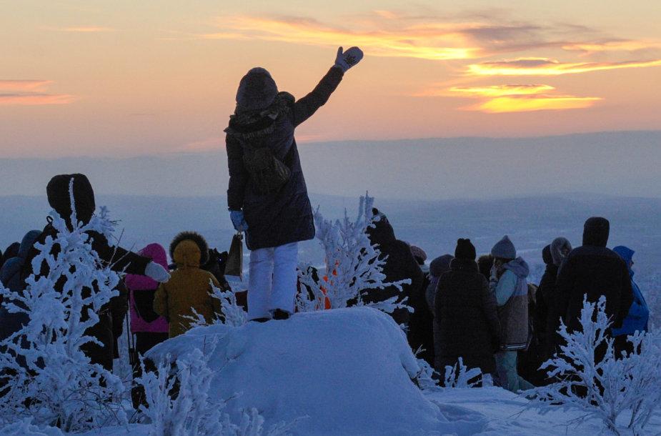 Murmansko gyventojai sveikina saulę