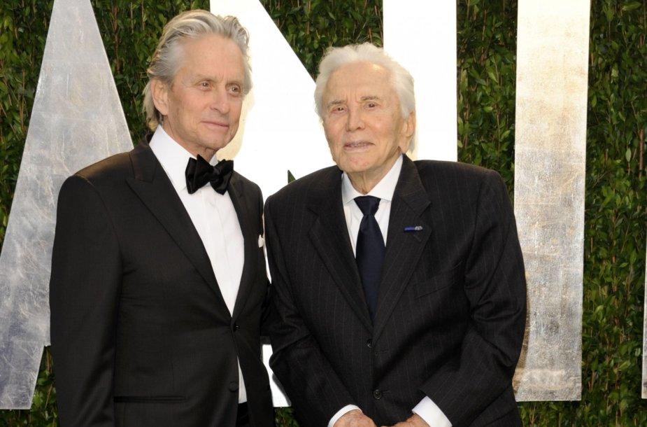 Kirkas Douglasas su sūnumi Michaelu Douglasu (2012 m.)