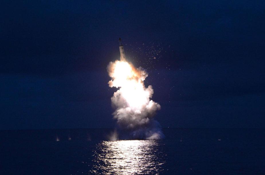 Šiaurės Korėja paleido raketą iš povandeninio laivo