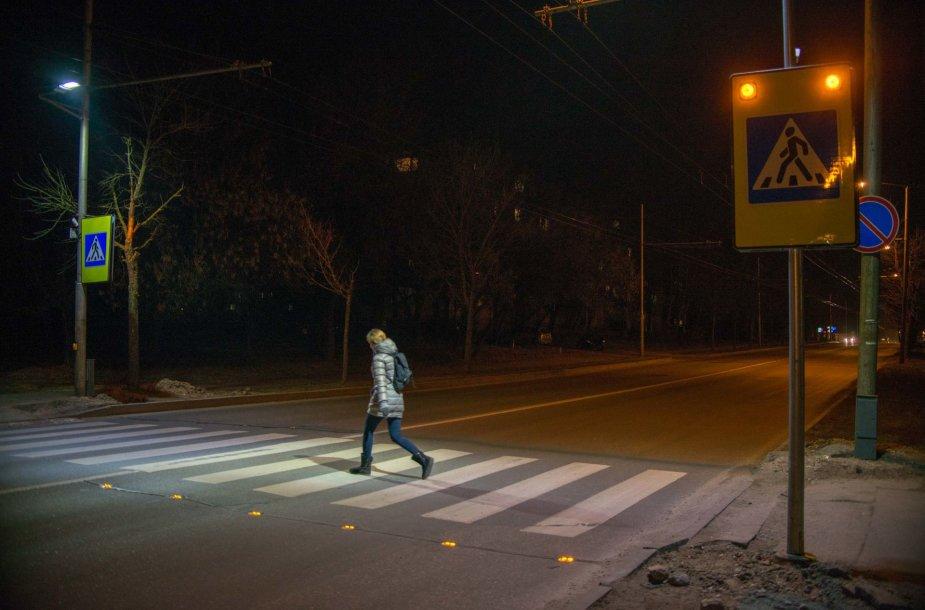Pirmosios išmaniosios pėsčiųjų perėjos Kaune