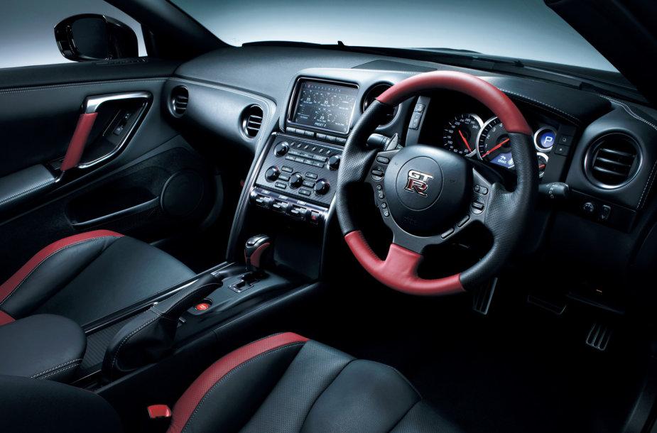 """""""Nissan GT-R"""" interjeras"""