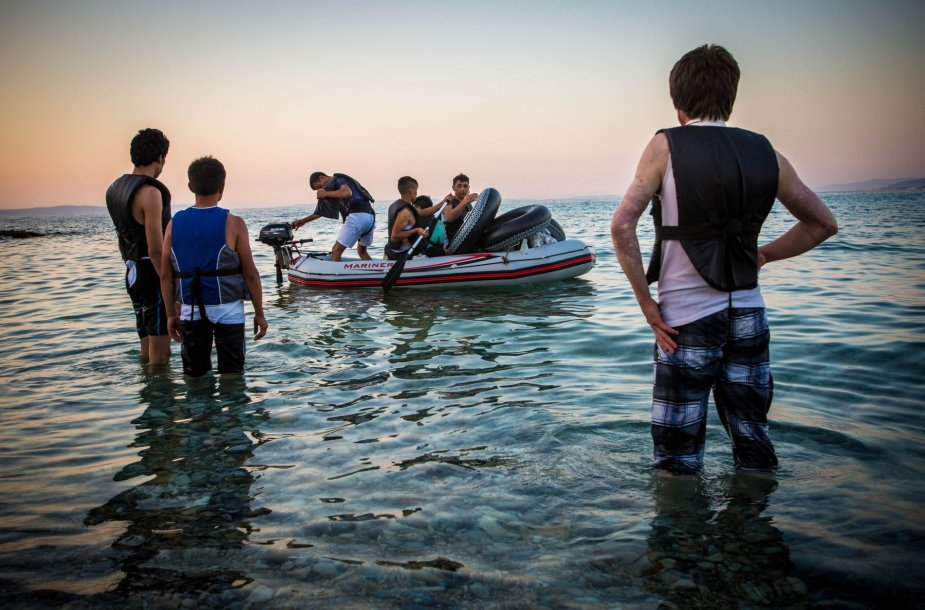 Migrantai ruošiasi plaukti per išorinę Europos sąjungos sieną
