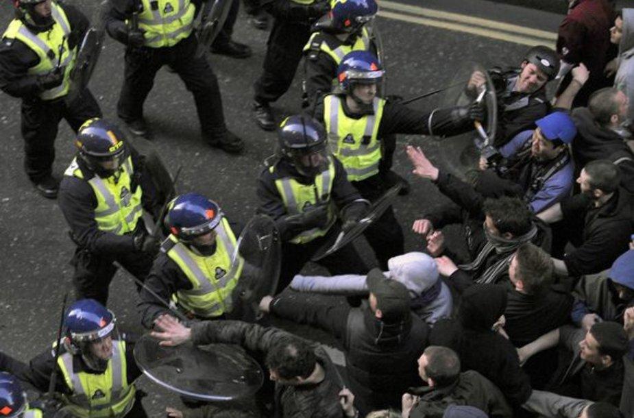 Policijos ir demonstrantų susirėmimas