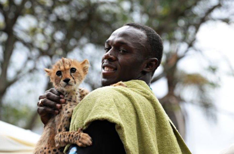 Usainas Boltas su gepardo jaunikliu
